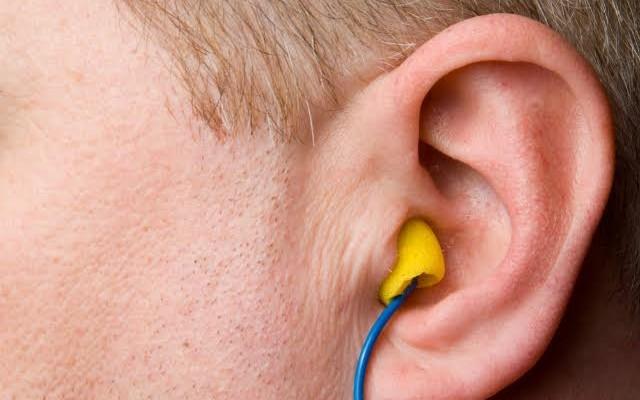 Como proteger os funcionários dos ruídos no ambiente de trabalho?