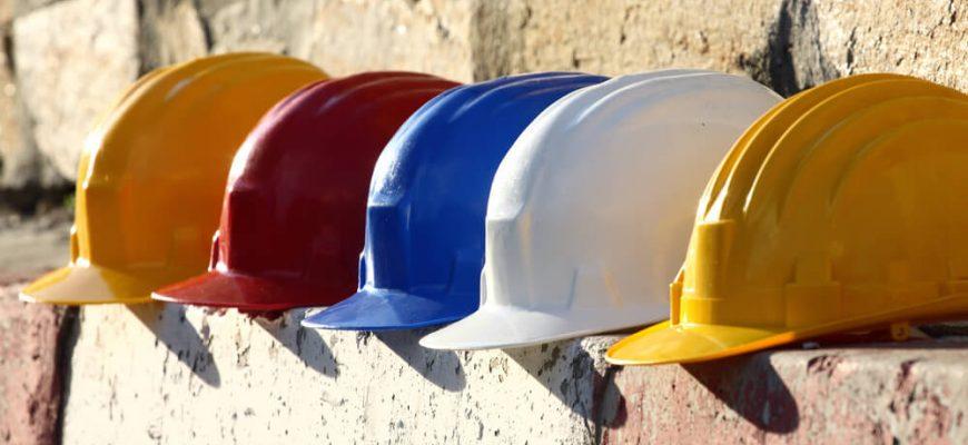 O que significa as cores dos capacetes na construção civil?